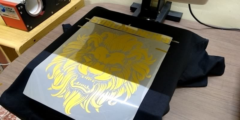 placing heat transfer vinyl